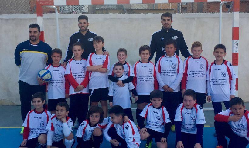 Escuela| Elías y Fabio dan clase en la escuela de San Lorenzo de Miguel Ángel Cobeta