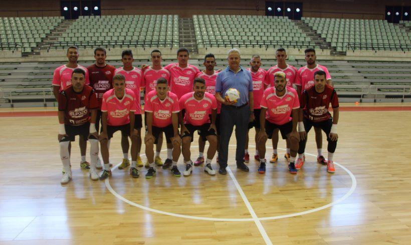 Foto Noticia| Nuestro presidente visita a la primera plantilla en el Palacio de Deportes