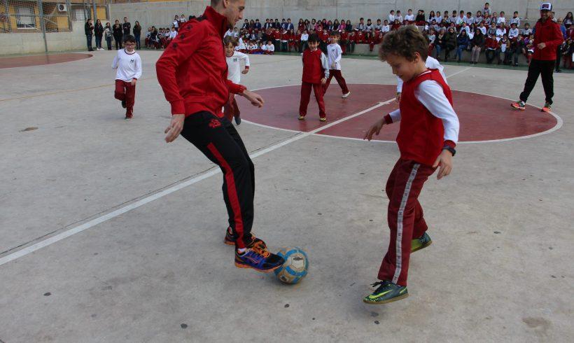 ELPOZO AL COLE| Fabio, Xuxa y Fernando Drasler hacen las delicias de 300 escolares del CEIP Mirasierra