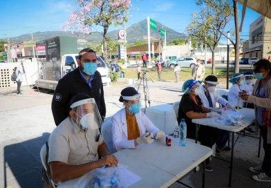Salud realiza jornada de pruebas COVID-19 en San Salvador
