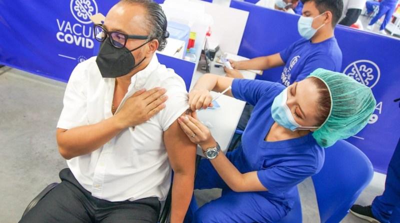Presidente de Asamblea Legislativa se vacuna contra COVID-19