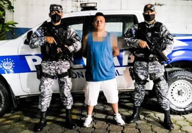 Capturan a sujeto en estado de ebriedad con fuerte cantidad de dinero y un arma en San Salvador