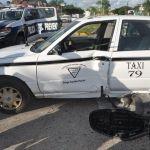 Distraído taxista causa accidente en la capital de la Zona Maya