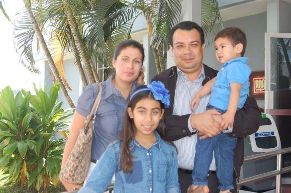 Jaime Aguilar Ortiz ORIGEN: México Distrito Federal DESTINO: Chetumal Quintana Roo MOTIVO: retorno después de realizar unos trámites para sus nuevas funciones, fue recibido por su esposa Roxanne Guerrero y sus hijos Jayemi y Jaimito.