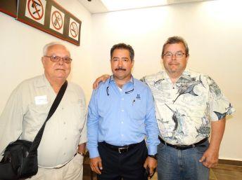 Leonardo y Enrique Félix Junior ORIGEN: Chetumal Quintana Roo DESTINO; Los Mochis Sinaloa MOTIVO: Retornaron después de unos días de vacaciones lo despide Carlos Guzmán Leuffer.