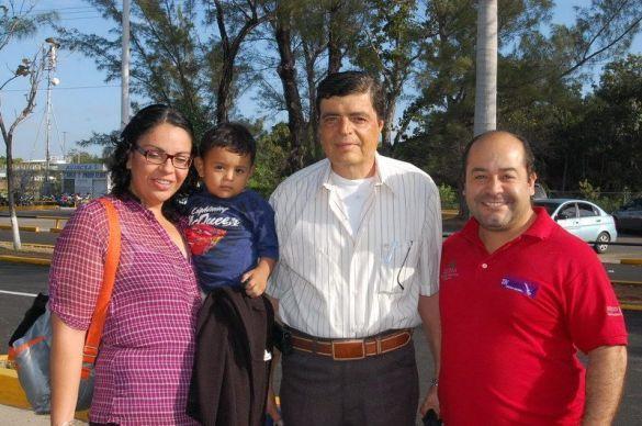 Enrique Arambula su hija María Eugenia y el pequeño Jorge Salgado ORIGEN: Chetumal Quintana Roo DESTINO: Guadalajara Jalisco MOTIVO: viajo por motivos médicos y visita familiar.