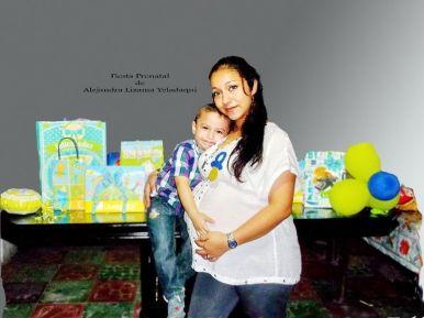 Alejandra en compañía de su hijo, Euan Giray