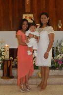 El bautizado con sus madrinas, Vianey Torrea Rodríguez y Ana Ramos Rangel