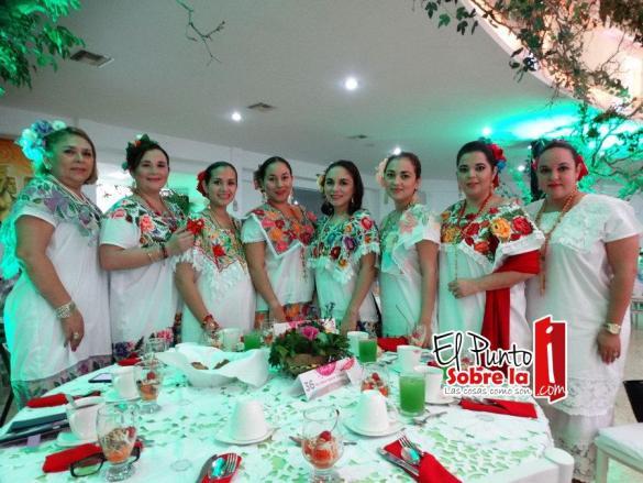Conchita Rivera de Ovando, Romy y Gabriela Esquivel Ávila, Paola Ovando Rivera, Melina Vázquez Novelo, Beyra Aguirre Villegas y Diana Torreblanca Calderón