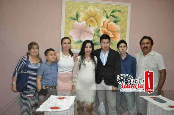 Con los padres del novio José Avilés Avilés y Herlinda Manzanero Torres y sus hermanos Ángel Salvador, Iliana e Israel David.