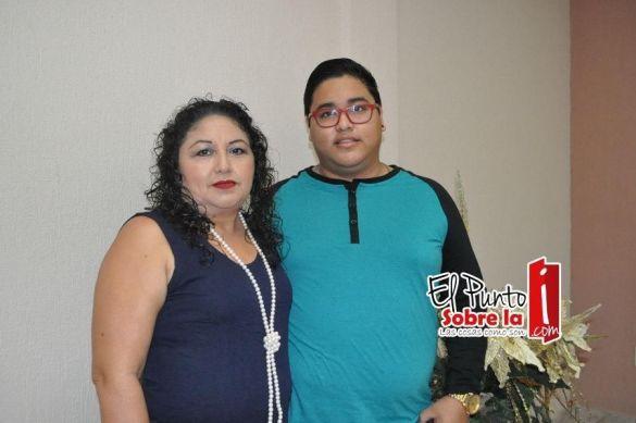 Con la madre de la novia Reina Ortiz Moreno y su hermano Josué Ricardo Aguilar Ortiz.
