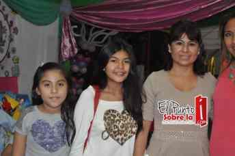 Clarisa Canul y las nenas Mariana y América Hidalgo.