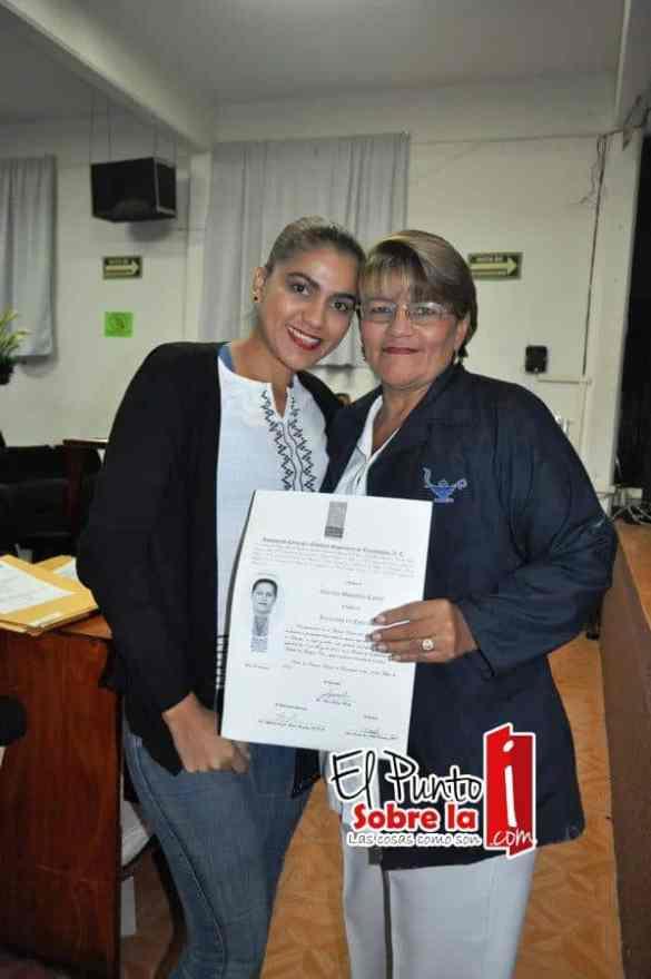 Cinthia Sotelo Bobadilla y su mami Claribel Bobadilla.