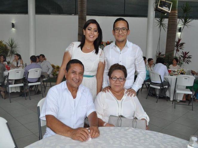 David Viana y Elide Martínez junto con Emilse Gutiérrez y Juan Viana.
