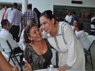Lili Rivera de Guillen junto con la Secretaria de Educación Marisol Alamilla Betancourt.