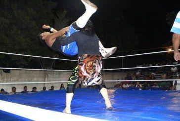 Emocionante noche de Lucha Libre en Chetumal