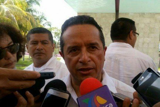 Carlos Joaquín mantiene bajo la manga los cambios en su gabinete