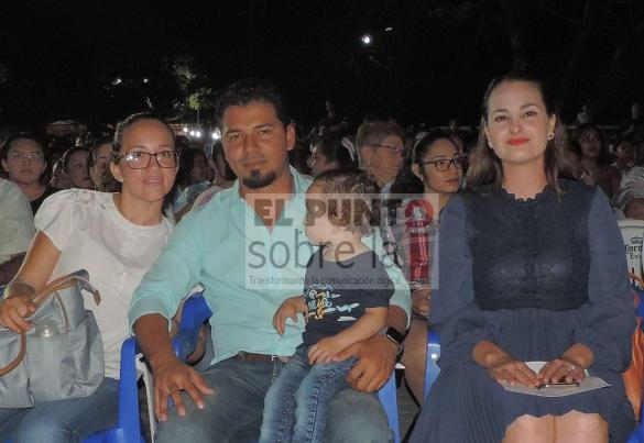 Amayrani Núñez, Hugo (oficial mayor)y Emiliano López con la directora municipal de Turismo, Corina Jansen.