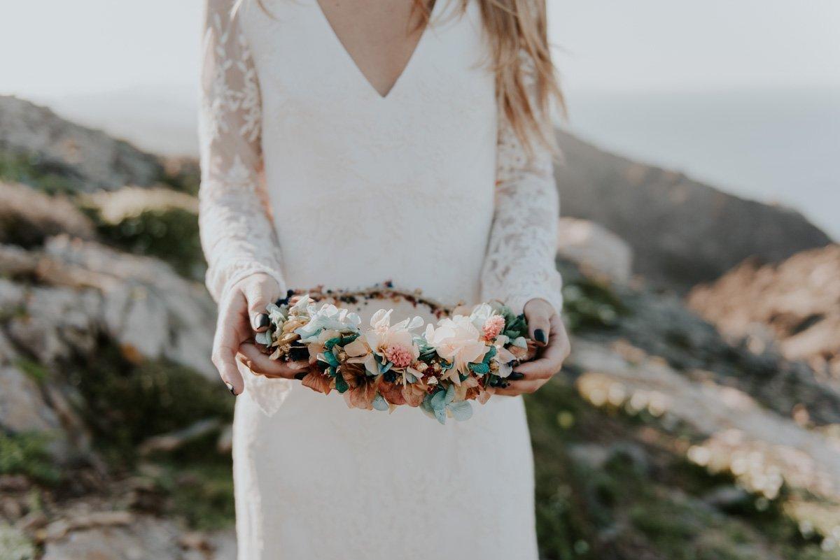 Corona para novia con flores de tonalidades pastel