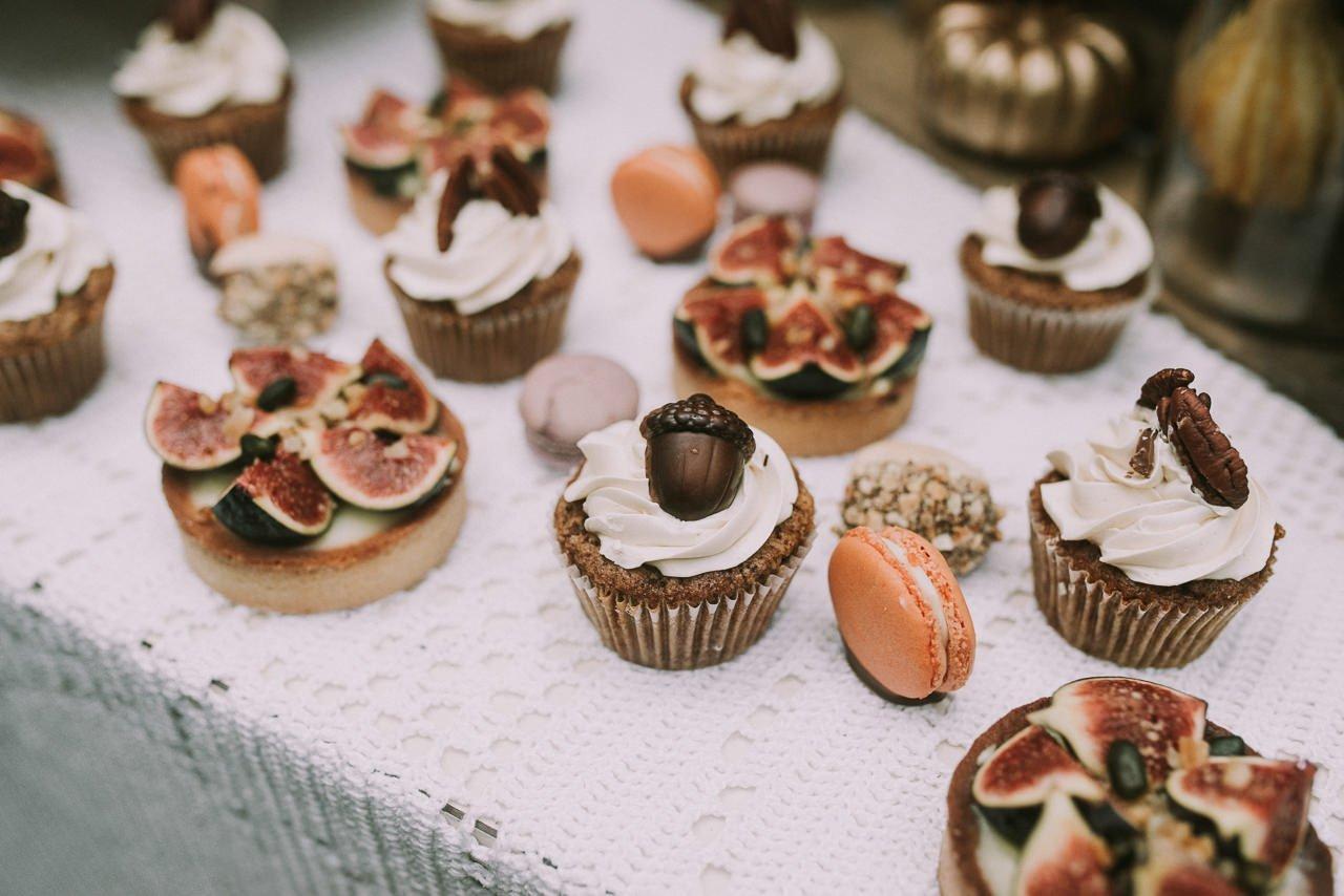 Cupcakes de higos con frutos secos para mesa dulce de bodas