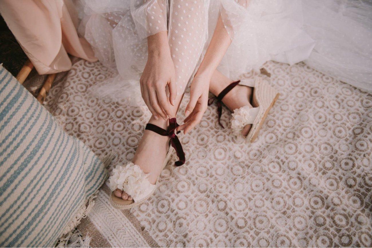 zapatos abby created for you con lazo de terciopelo burdeos