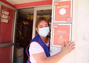 Apoyo con indumentaria sanitaria a las pymes y comercio local.