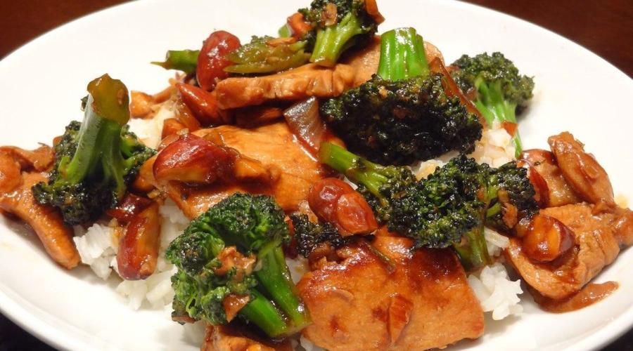 Pollo con Almendras y Brocoli