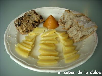 plato de queso y pan