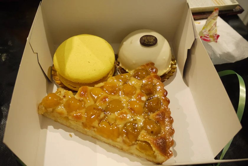 Mirabelle tart, Lemon macaron and mini Speculoos cake