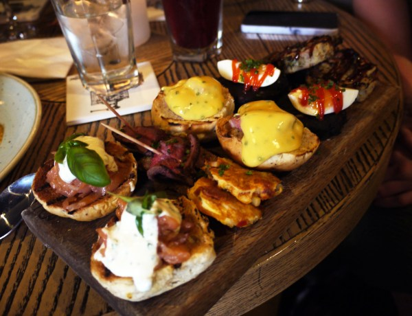 Beef and Pudding Brunch Plank