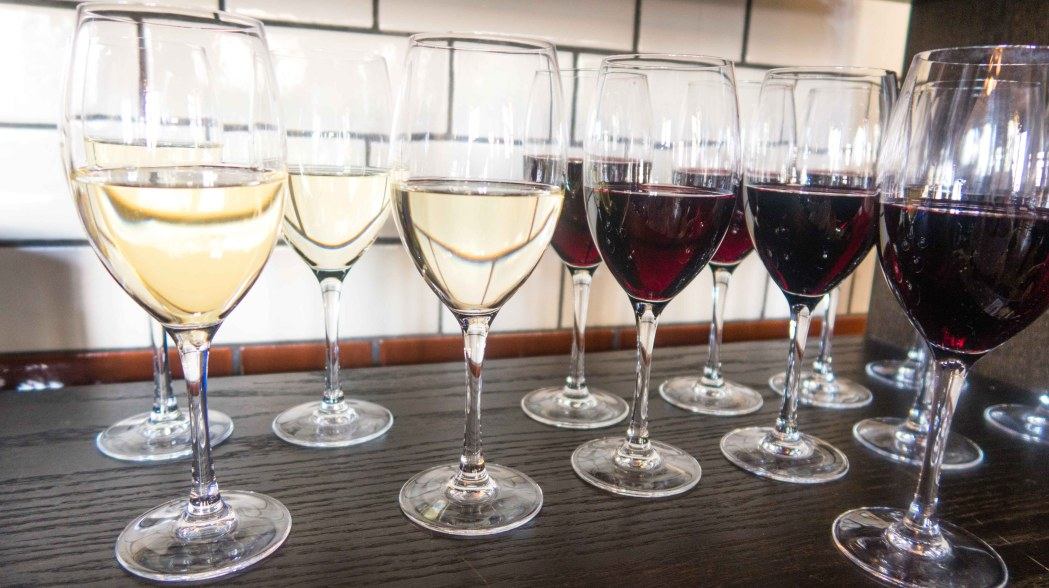 White and red wine glasses