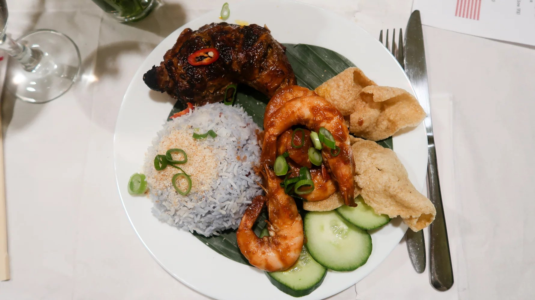 Kampung Bayang supper club