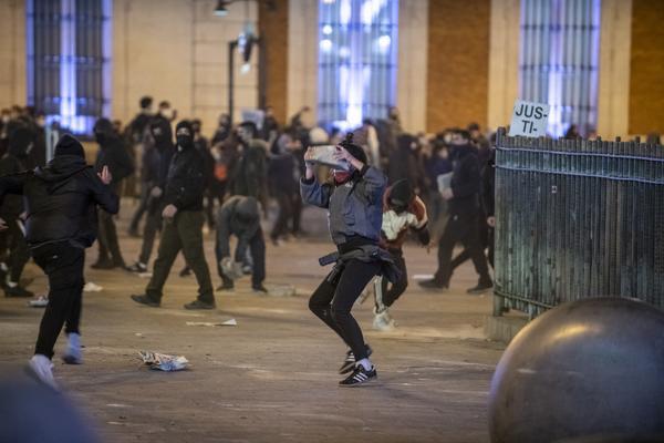 Manifestación en Madrid contra el encarcelamiento del rapero Pablo Hasél. - 20