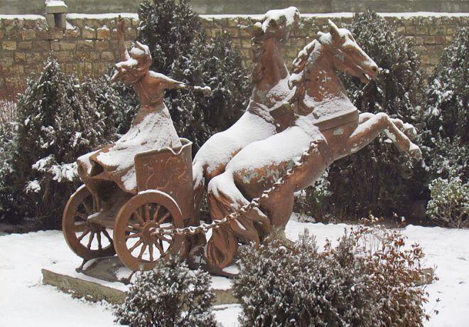 Estatua de Anahita en Maragha , Irán.