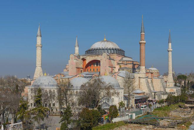 Vista exterior de Hagia Sophia . Fuente: Arild Vågen Wikipedia