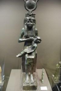 Mariemont-A.Lobo-Isis-amamantando-a-Horus-1085_525-aC-103