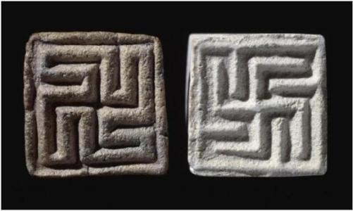 se trata de un símbolo que ya existía en la antigua India, al menos hace cinco mil años, como testimonian sellos de roca hallados en el Valle del Indo y conservados en el British Museum.