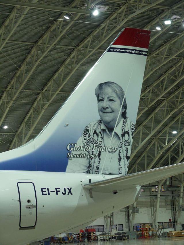 Boeing_737_Gloria_Fuertes_EI-FJX