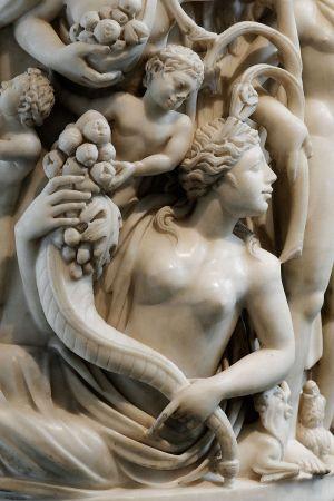 800px-Sarcophagus_Dionysos_Met_55.11.5_n08