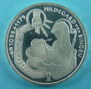 800px-Hildegard_VS