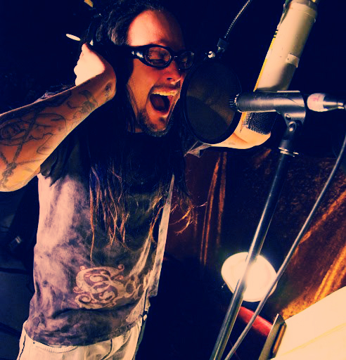 Jonathan Davis grabando The Path Of Totality de Korn