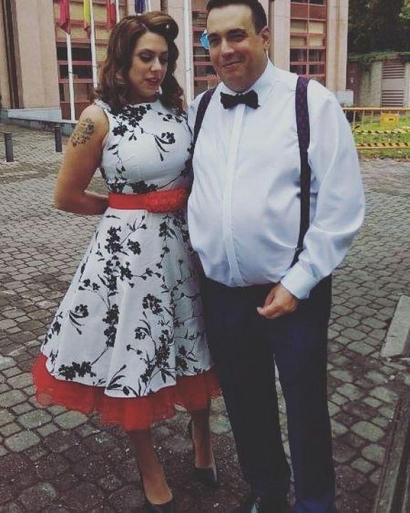 Una fotografía de Ariana con un vestido vintage de elsecretodecarol.com. ¡Gracias por compartirla!