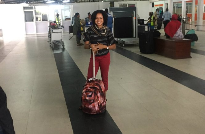Elsie Godwin with her Jansport Backpack at the airport - elsieisy blog