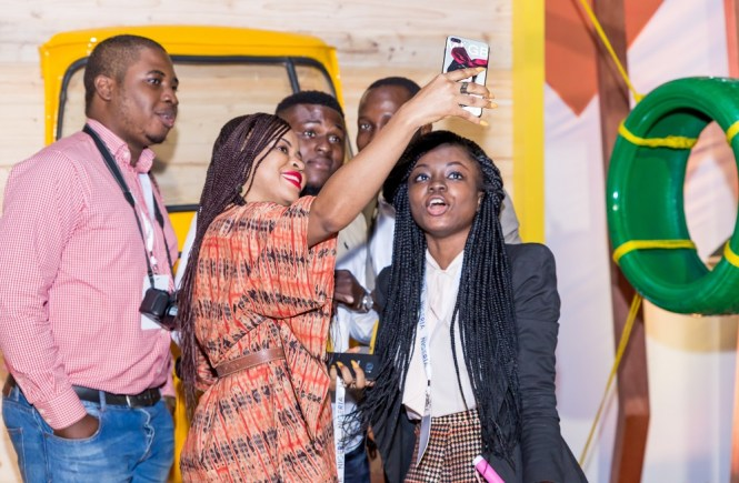 Elsie Godwin taking a group selfie at Google for Nigeria - elsieisy blog