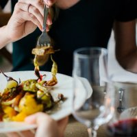 How to Eat Healthy in a Restaurant