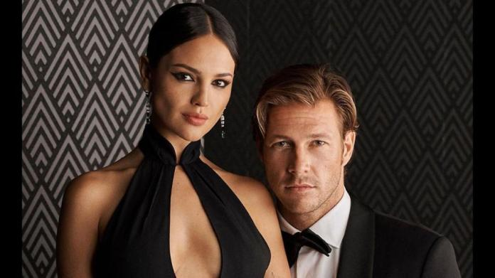 La actriz mexicana arribó a la presentación colección Otoño 2109  Ralph Lauren, donde estuvo acompañada y compartiendo mesa con el australiano Luke Bracey. (ESPECIAL=)
