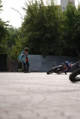 Narymskiy skver Novosibirsk spelende jeugd