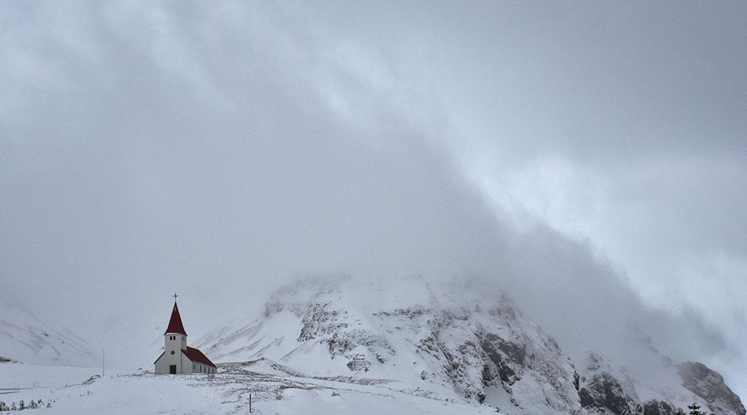 IJsland sneeuwstorm in Vík