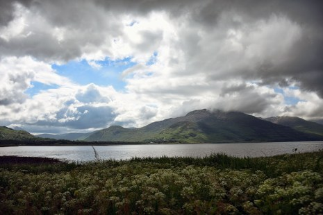 Landschap Ilse of Mull zon door de wolken