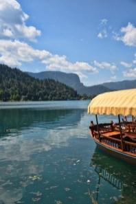Boot in het meer van Bled